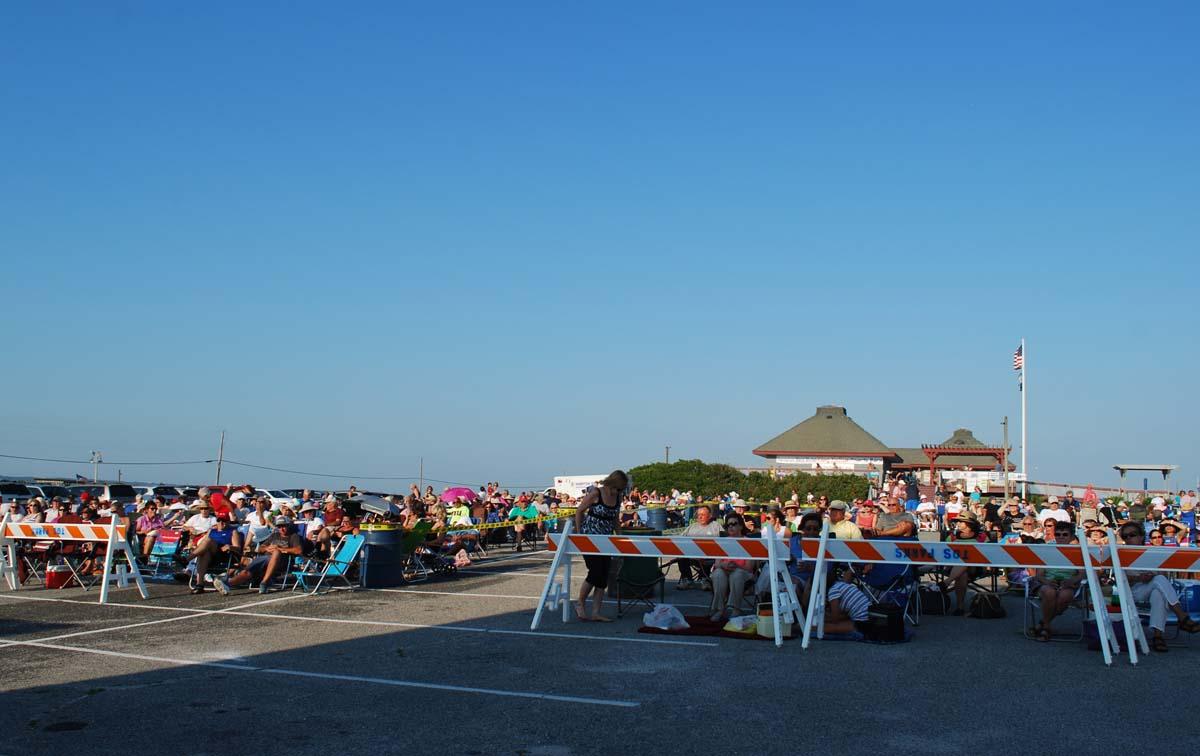 dsc_0056-pre-concert-crowd