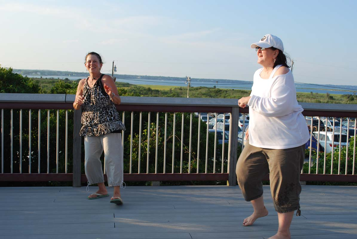 dsc_0079-dancing-on-the-deck
